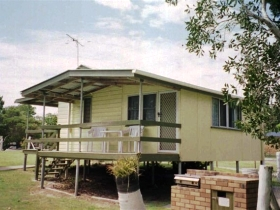 Cosy Cottages Amity Point - QLD Tourism