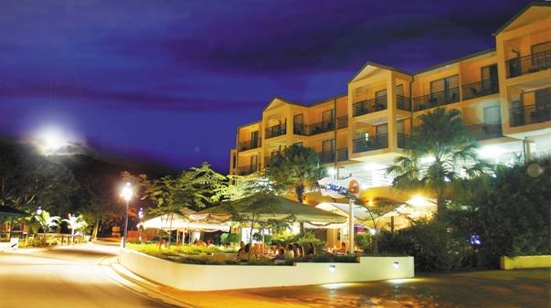 Airlie Beach Hotel - QLD Tourism