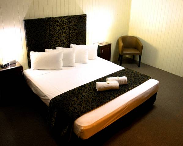 Country Plaza Motor Inn - QLD Tourism