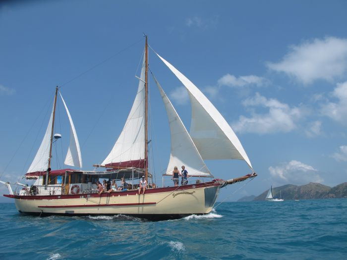 Adventure Cruise Dive and Outer Reef - Whitsundays Sailing Adventures - QLD Tourism