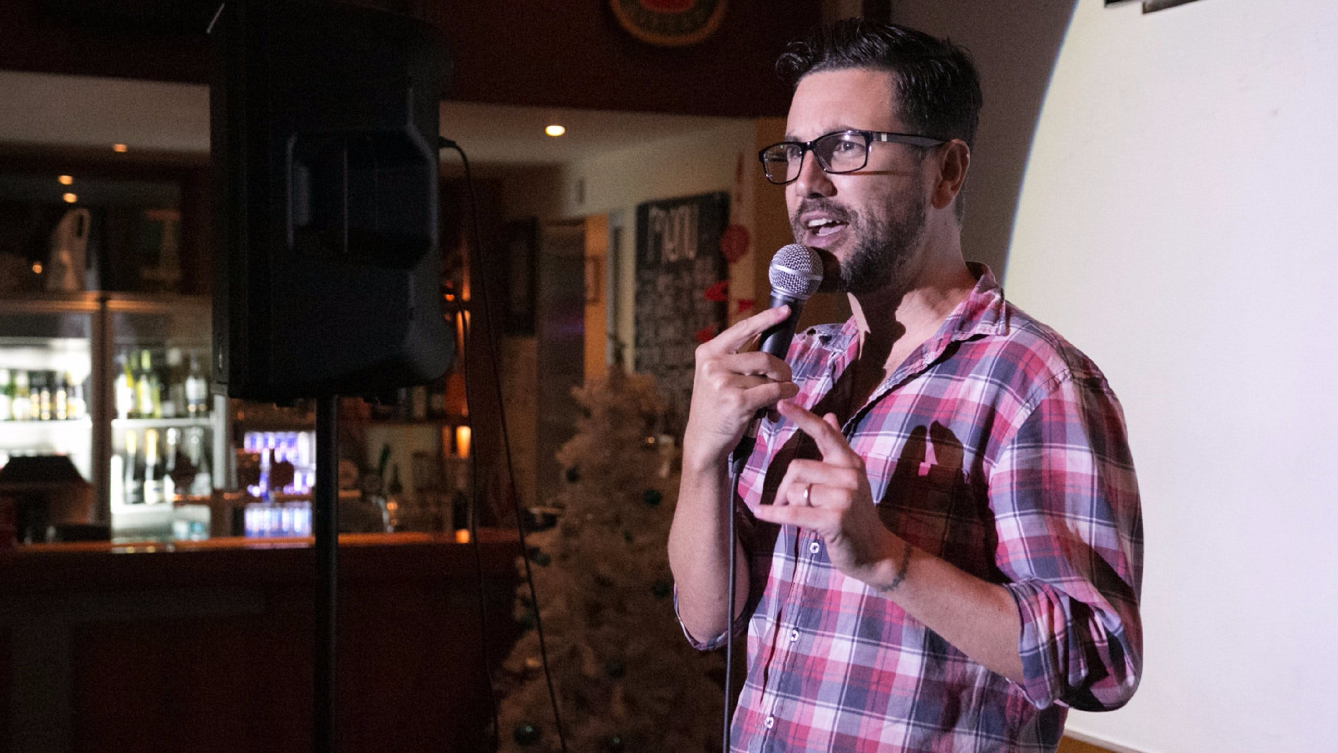Based Comedy at the Dog and Parrot Tavern - QLD Tourism