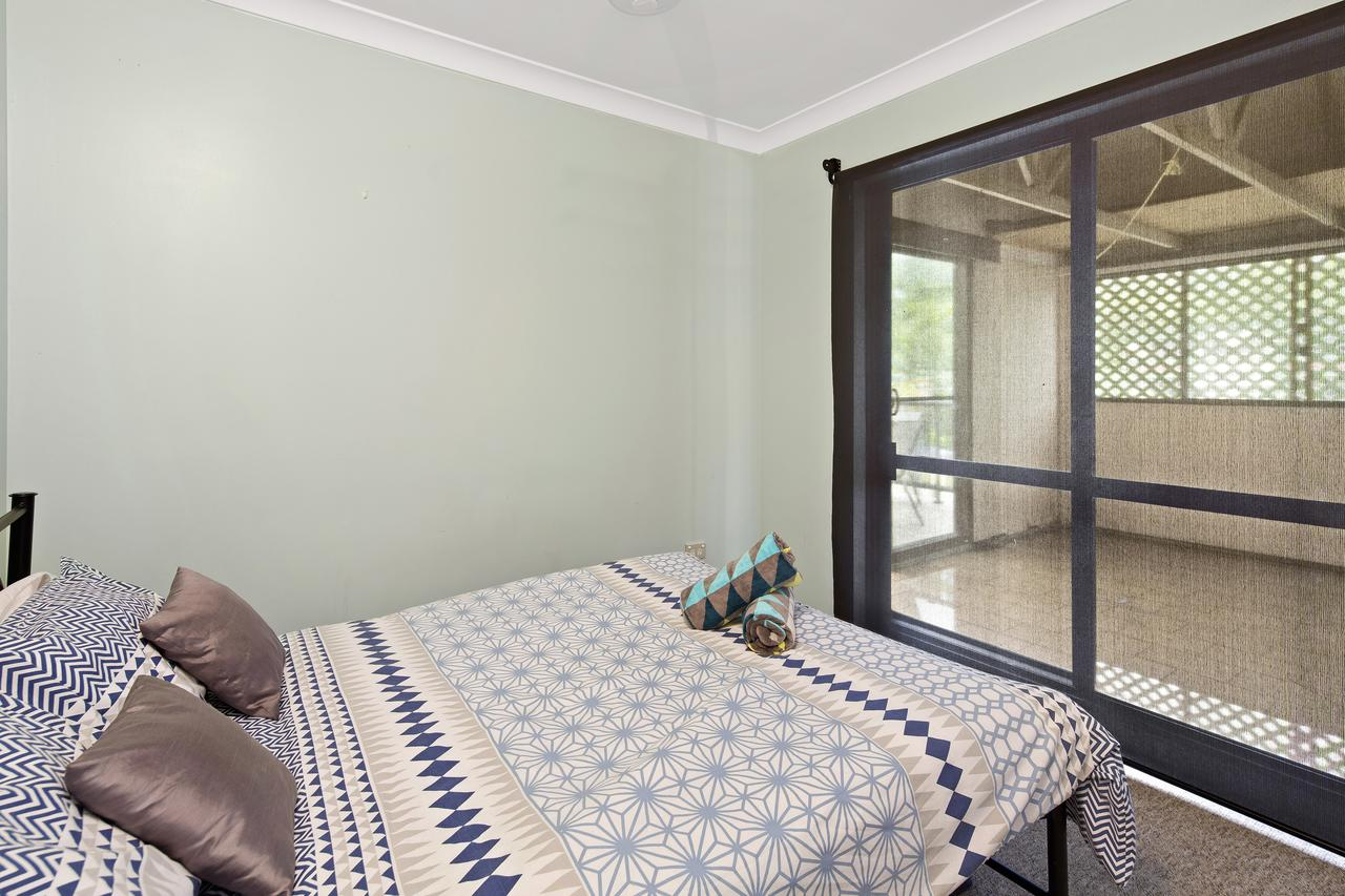 Location! 2BR Town View Unit In Centre Of Airlie. - QLD Tourism