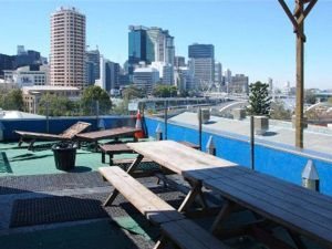 Cloud 9 Backpackers Resort - QLD Tourism